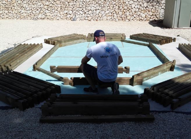 Instalación piscina de madera Sunday de GRE