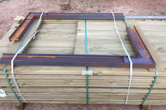 Palet de piscina de madera Vermela